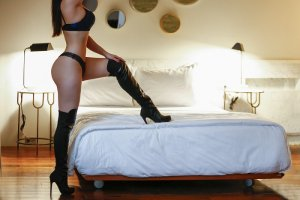 Keana escorts in Titusville & erotic massage
