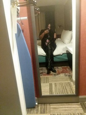 Marie-suzanne thai massage in Harrisburg NC, live escort