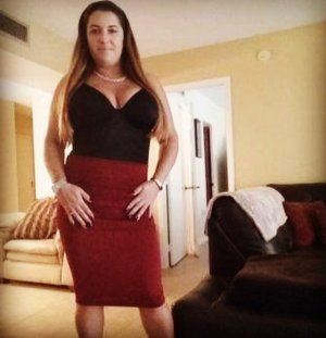 Manell escort in Beaufort