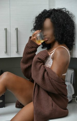 Yasra tantra massage in Angola IN