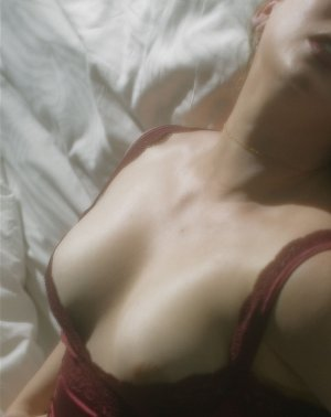 Medge escort in Oskaloosa & nuru massage